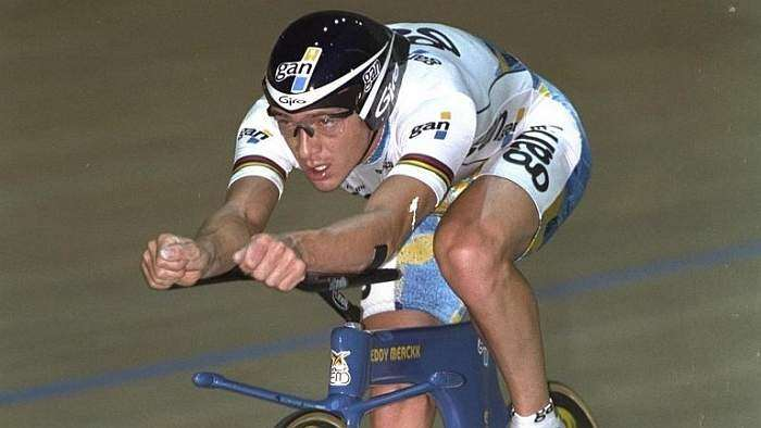 Chris Boardman capturing the Ultimate Hour Record - Superman position.