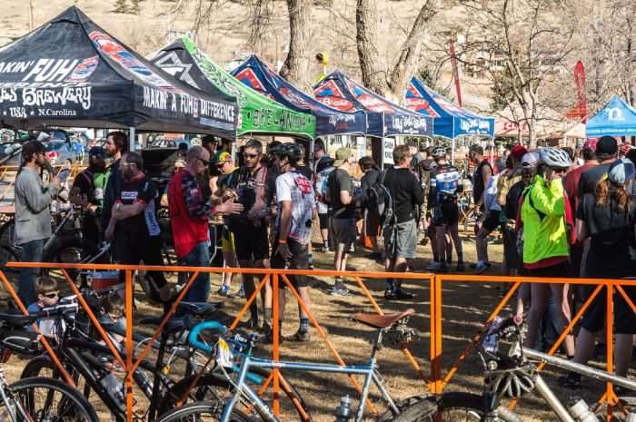 Free beer & Food from Oskar Blues and a line of other sponsor/vendors to check out at the expo. Photo by Ryan Cutler.