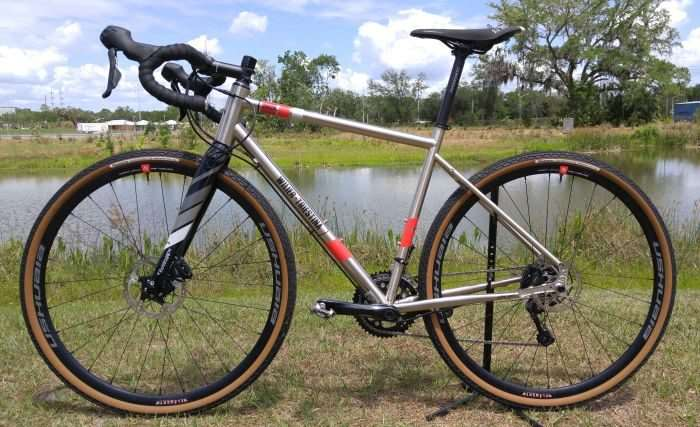 229abd8daab Bringing the complete Wilier Jaroon build into line with what is the  accepted norm for gravel bikes in 2017, the Wilier branded carbon fork and  steel frame ...