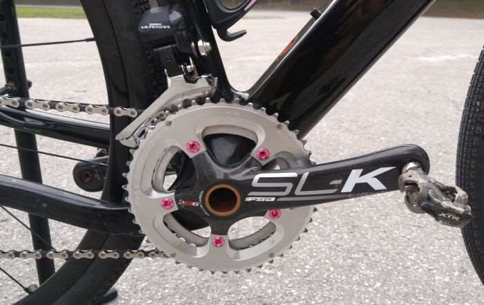 de4abee768b The BB386 EVO compatible FSA SL-K crankset is paired to 46 / 36 chainrings. Shimano's  Ultegra Di2 11-speed front derailleur handles the shifting, ...