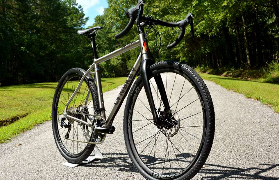 Clearance For 700c X 45 Or 27 5 2 1 Tires Allows You Unlimited Choices When Matching To Your Riding Style Unique Plate Chainstay Design